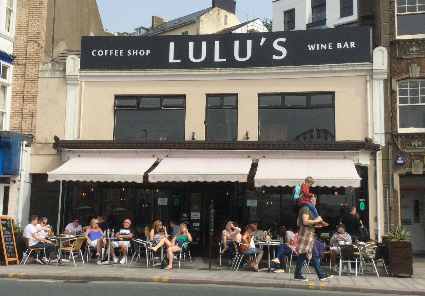 Lulus cafe and wine bar - dog friendly place to eat and drink in Torquay