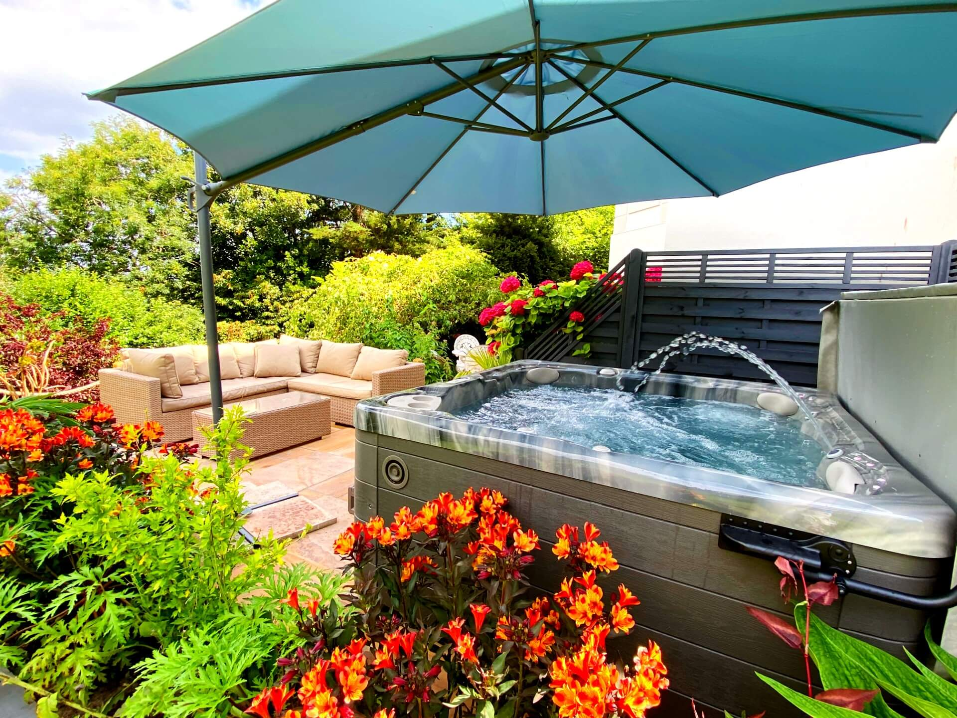The Hot Tub at The Muntham Apartments and Town House - Dog Friendly Accommodation in Torquay
